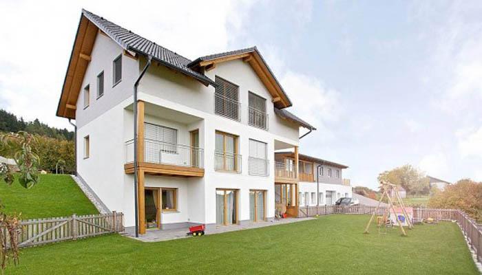 Пример дома на участке с уклоном