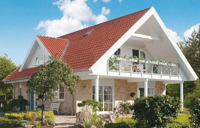 Дачный двухэтажный дом с мансардным вторым этажом