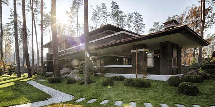 проект дома в стиле Райта с большой террасой